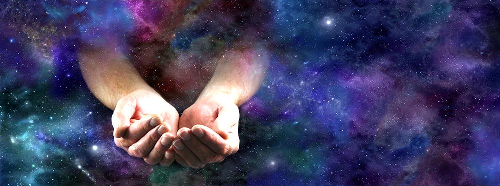 Haende-kommen-aus-dem-Universum-hervor
